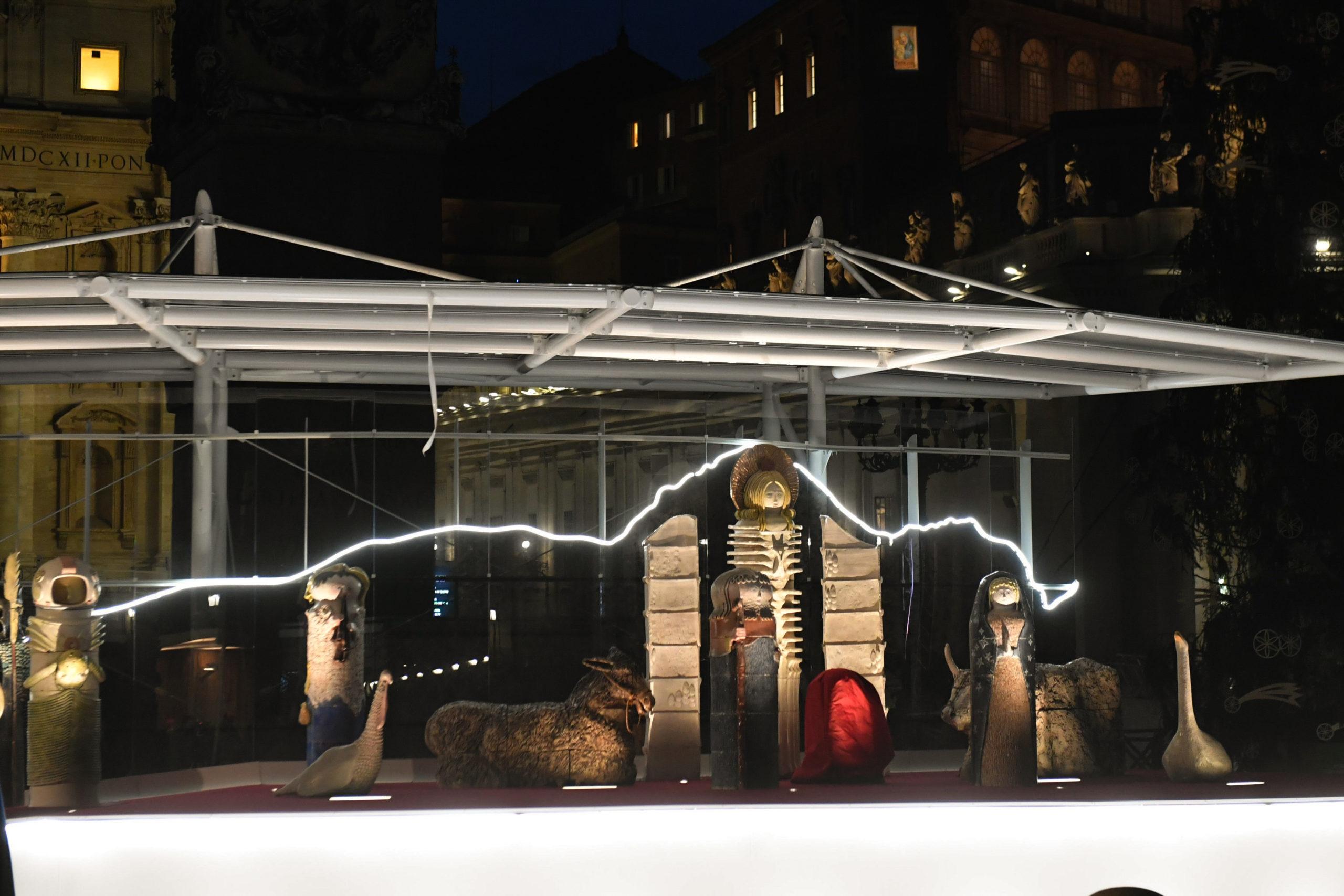 Inauguration de la crèche et du sapin Place Saint-Pierre, 11 décembre 2020 © Vatican Media