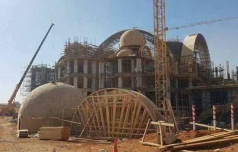 Construction d'une église en Egypte @ Il Sismografo