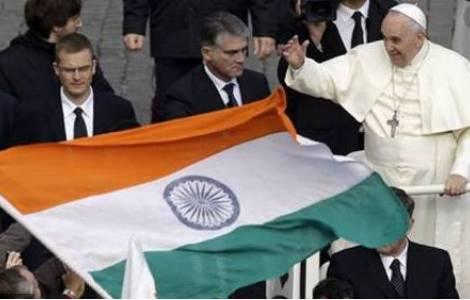 Drapeau indien Pl. Saint-Pierre lors d'une audience du mercredi © Vatican Media
