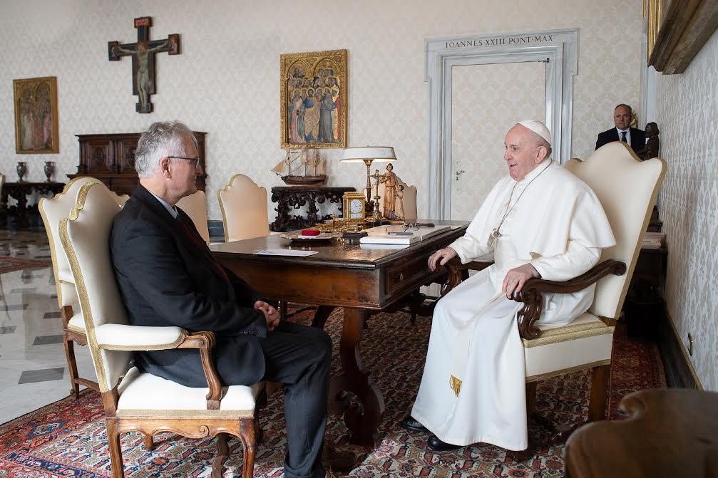 Le pape François reçoit Jean-Luc Moens modérateur de Charis © Vatican Media