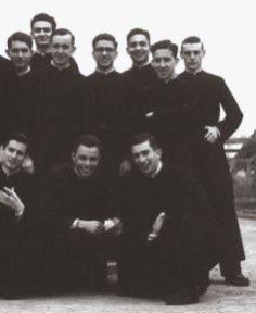 Jeunes jésuites (Jorge Mario Bergoglio le 3e en haut à partir de la gauche) courtoisie @ Antonio Spadaro SJ