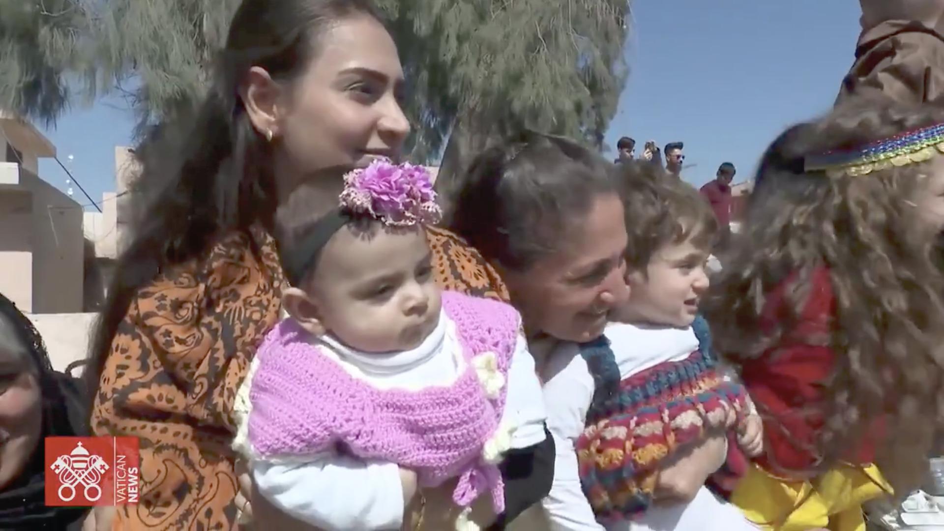 Familles kurdes, 7 mars 2021, capture @ Vatican Media