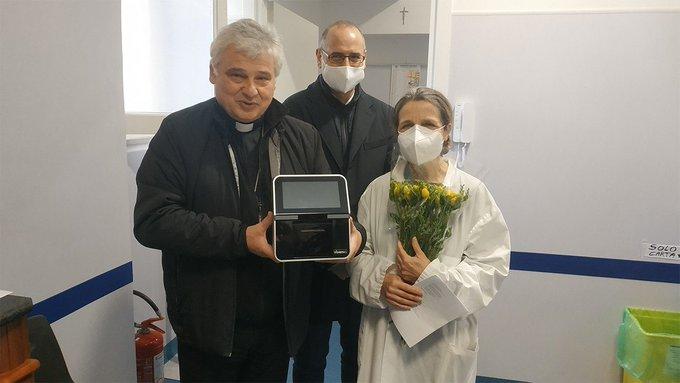 Appareil de diagnostic donné à l'Aumônerie apostolique © Vatican Media