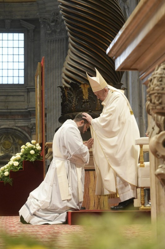 Ordinations sacerdotales, imposition des mains, 25 avril 2021 © Vatican Media
