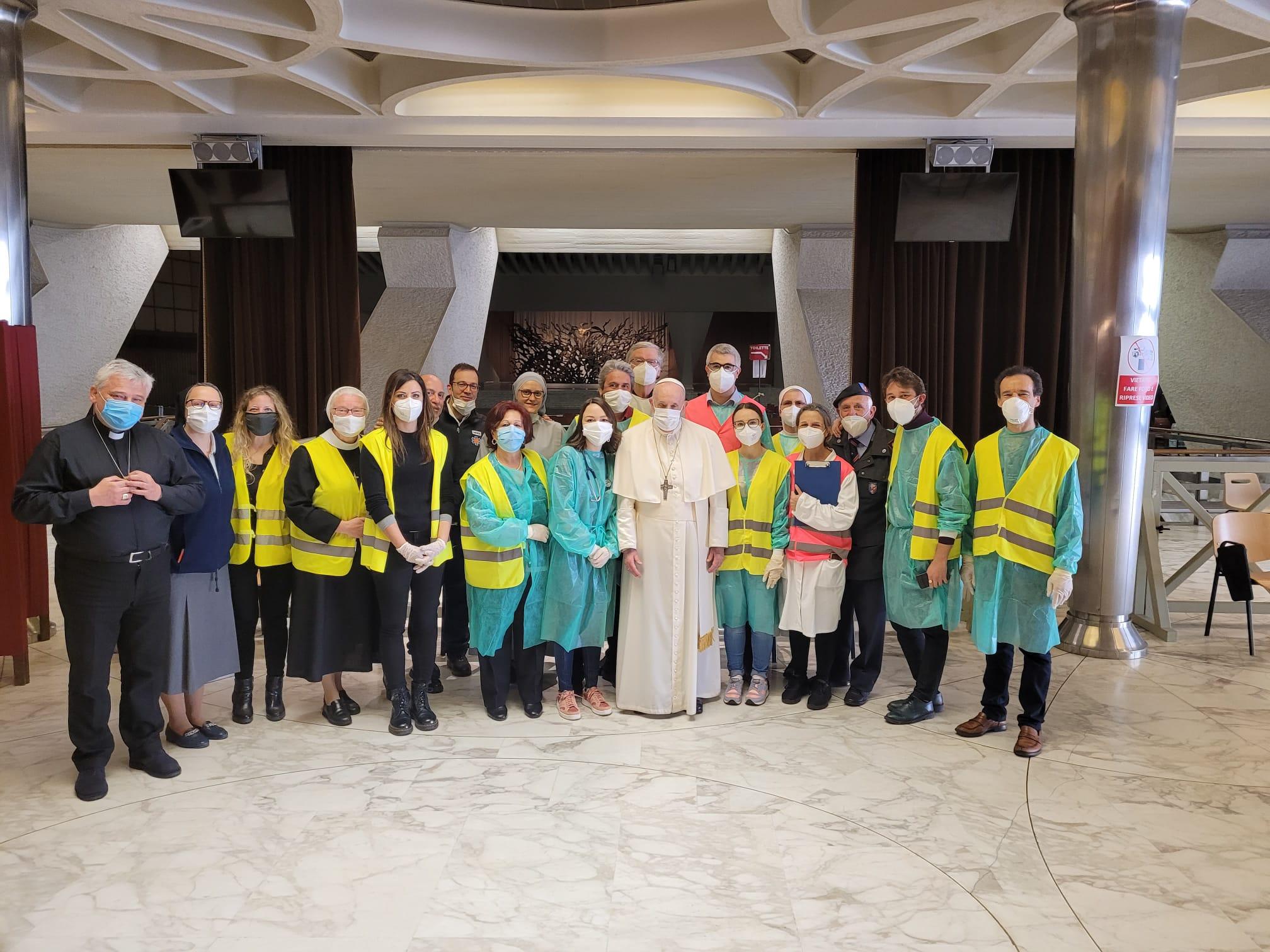 Visite du pape aux personnes démunies recevant le vaccin, 2 avril 2021© Vatican Media
