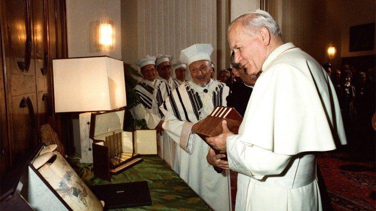 Rabbin Toaff et Jean-Paul II © Vatican Media