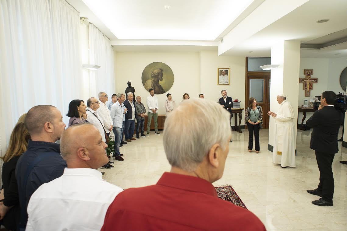 Groupe de détenus et du personnel de la prison romaine de Rebibbia © Vatican Media