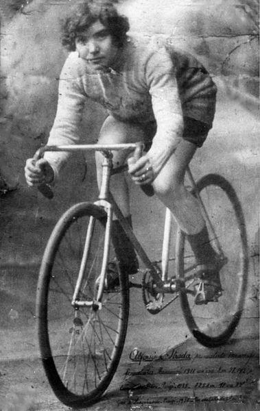 Alfonsina Morini Strada, publicité des Années 20, wikimedia commons, DP