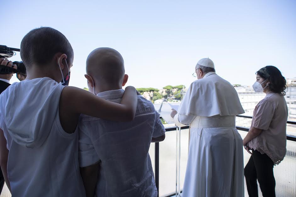 Enfants malades, angelus au Gemelli, 11 juillet 2021 © Vatican Media