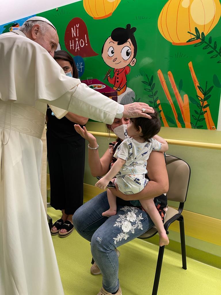 Visite au département de cancérologie pédiatrique du Gemelli © Salle de presse du Saint-Siège