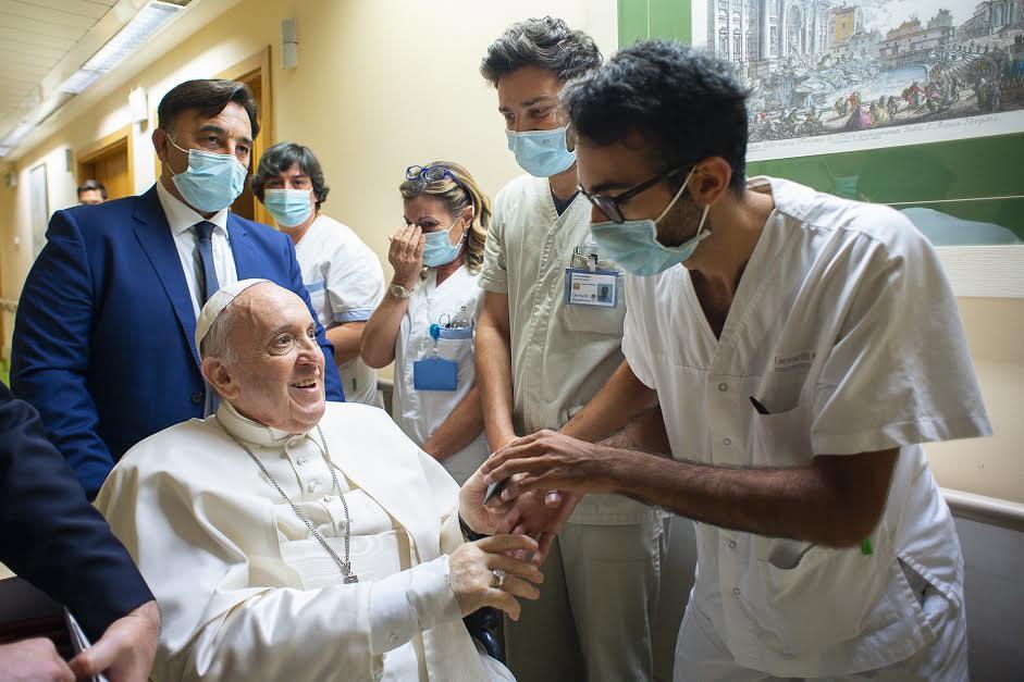 Le pape François en fauteuil au Gemelli, 11 juillet 2021 © Vatican Media