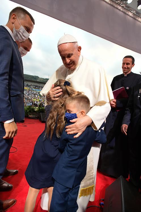 Peter et Lenka Liška et leurs enfants © Vatican Media