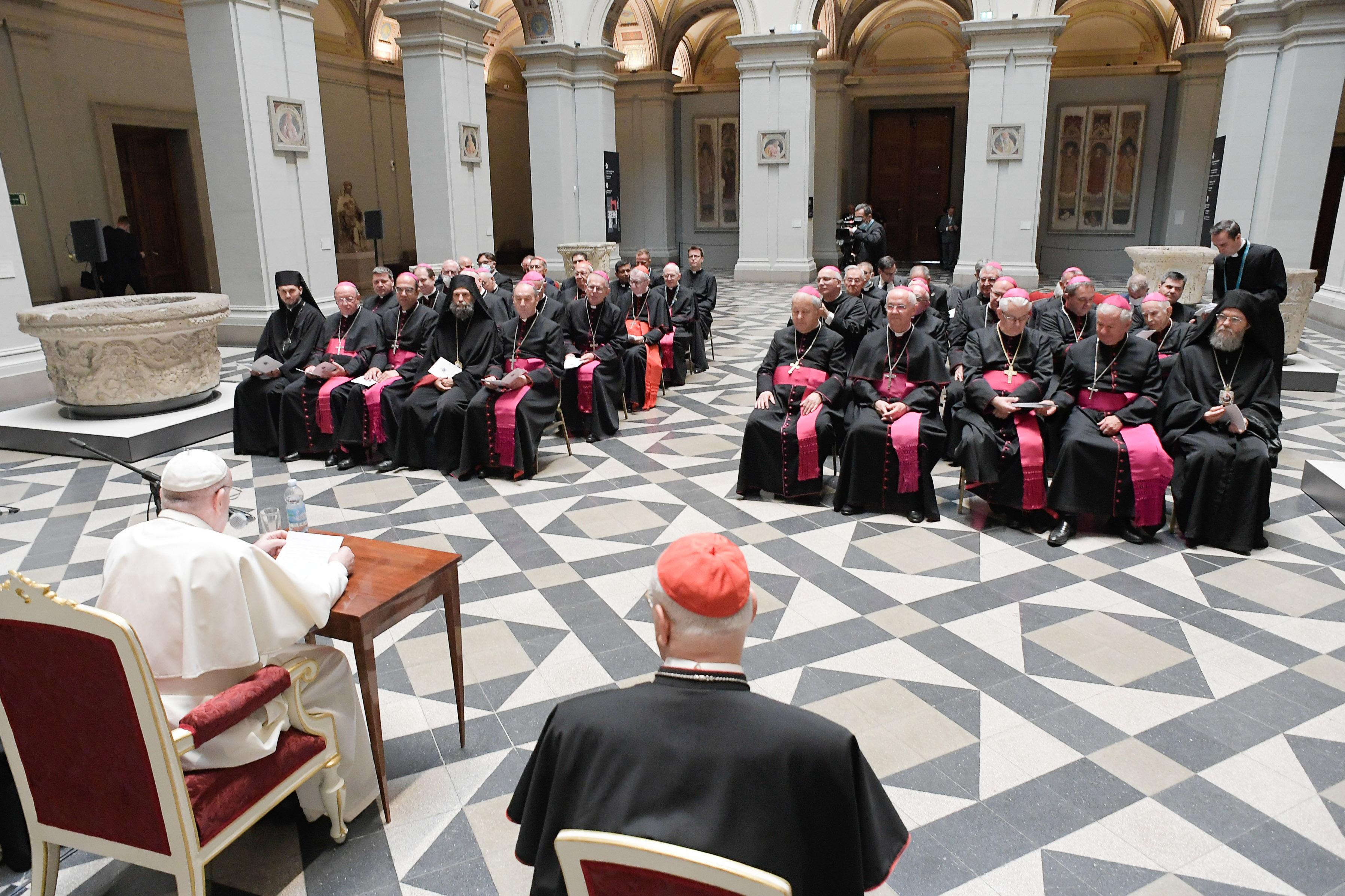 Rencontre avec les évêques de Hongrie © Vatican Media