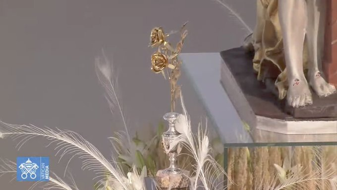 Rose d'or offerte à la Vierge de Sastin (Slovaquie)