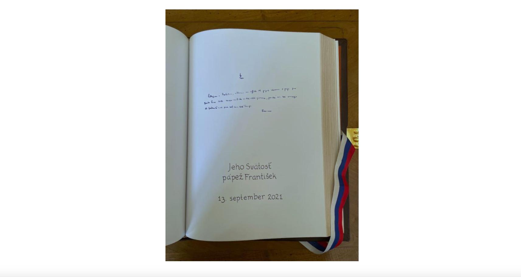 Message autographe, Livre d'or du palais présidentiel (Bratislava, Slovaquie) © capture Zenit / Vatican Media