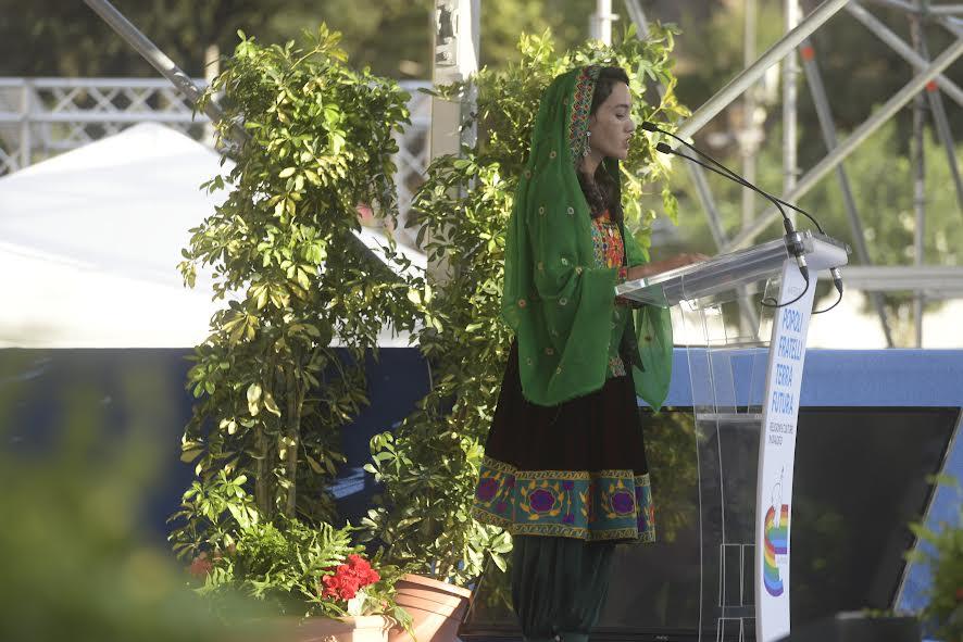 Sabera Ahmadi (Afghanistan) lit l'appel pour la paix, Rencontre des religions pour la paix © Vatican Media