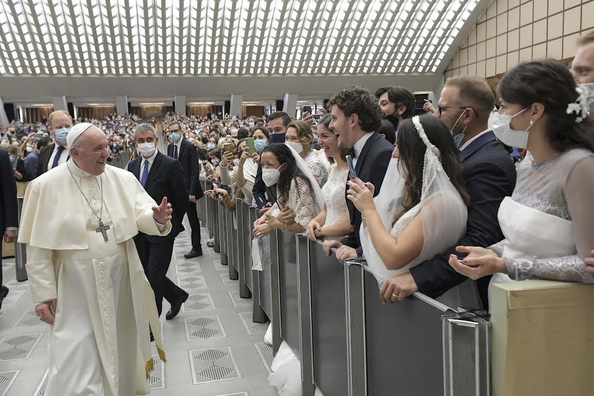 Jeunes mariés, Audience, 27 oct. 2021 © Vatican Media