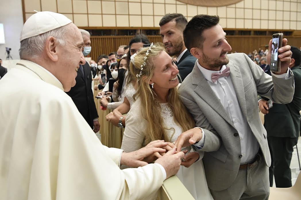 Jeunes mariés, audience, 13 octobre 2021 © Vatican Media