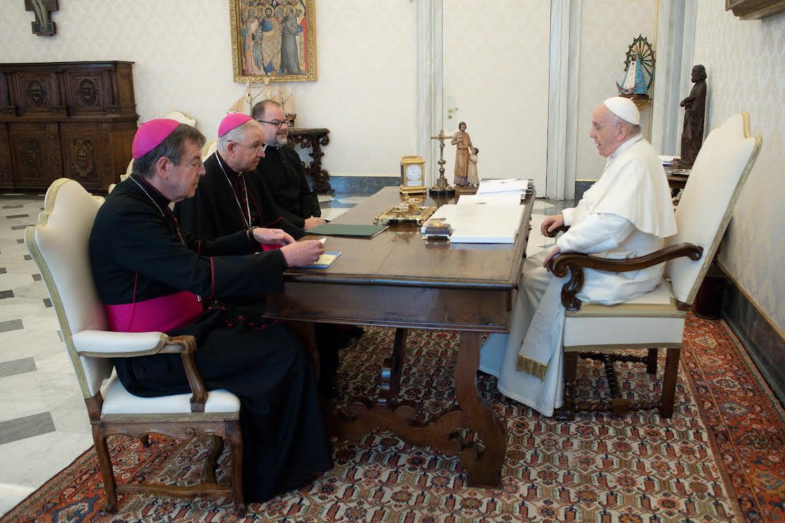 Mgr Gomez, Mgr Vigneron et le Rév. Fuller, USCCB © Vatican Media